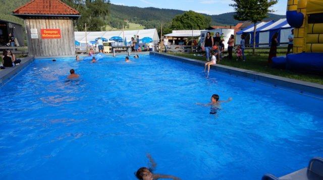 15. Poolparty in Einweging