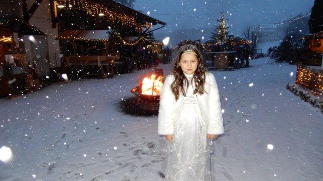 Romantischer Christkindlmarkt im Burgdorf